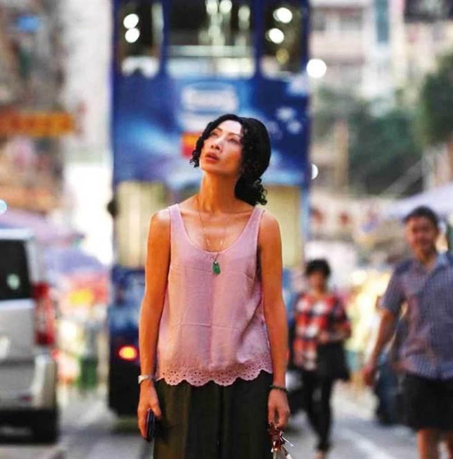 白靈在《墮胎師》中飾演在香港底層生活的單親媽媽,與現實中的她落差相當大。(圖/金馬執委會提供)