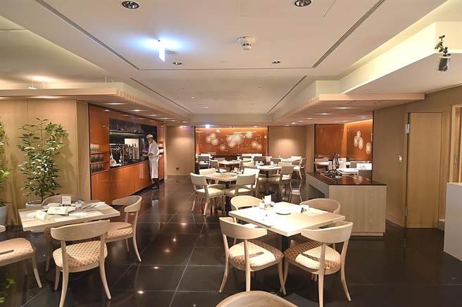 〈遠東Cafe'〉,斥資8000萬元全面改裝後,取餐區與用餐區皆煥然一新。(圖/姚舜)