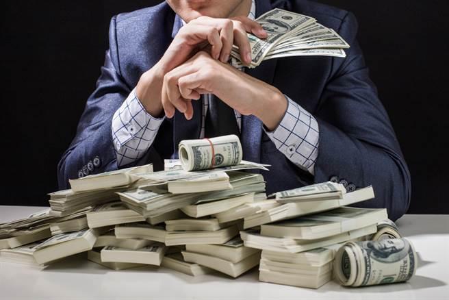 生肖屬牛、雞、馬、虎、羊的人最會賺錢。(示意圖/shutterstock)
