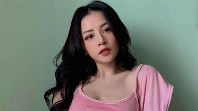 「越南第一美」芝芙(Chi Pu)近日在IG上曬出私服穿搭,火辣的透視洋裝令網友看得臉紅心跳。(圖/IG@chipupu)