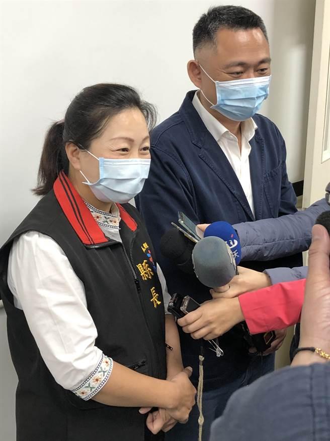 徐榛蔚表示,她和楊鎮浯都是縣市首長中的「新同學」,相互透過交流分享縣政經驗。(李金生攝)