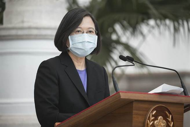 (總統蔡英文表示,目前已經啟動秋冬防疫專案,市內公共場所都要戴口罩。圖/資料照)