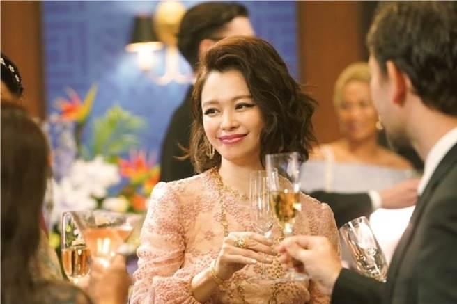 徐若瑄跨國參與拍攝演出《信用詐欺師JP:公主篇》。(海樂影業提供)