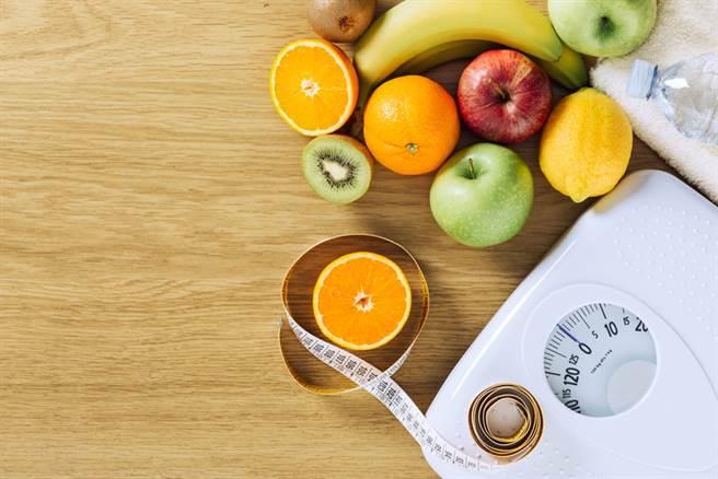逆轉腎臟衰退14方法,多吃蔬果,管理體重,也能減輕腎臟負擔。(圖/常春月刊提供)