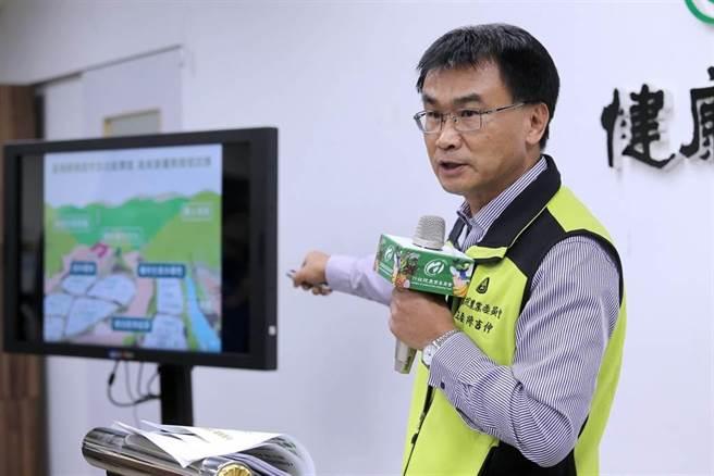 農委會主委陳吉仲說明溫室氣體減量貢獻及因應乾旱調適策略。(黃世麒攝)