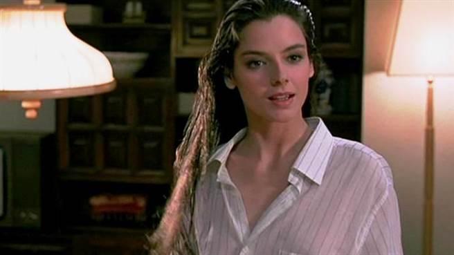 蘿拉福納曾拍過成龍的電影,絕世美顏令觀眾印象深刻。(圖/FB@ Lola Forner)