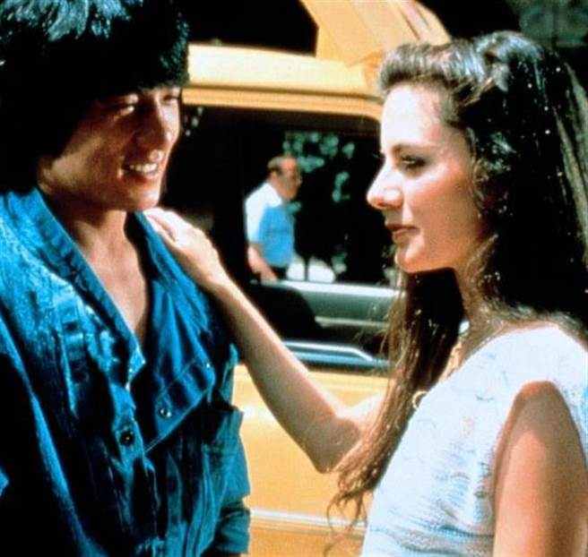 成龍與蘿拉福納曾三度合作電影。(圖/FB@ Lola Forner)