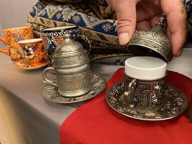土耳其風格的咖啡杯。(廖素慧攝)