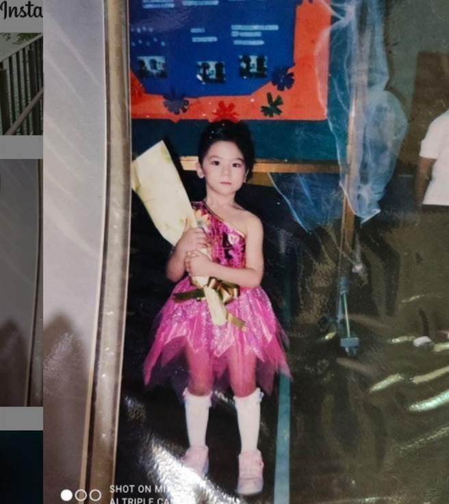 日前蕾菈分享童年照,粉絲發現她從小到大臉型都沒太大改變。(圖/ 摘自蕾拉IG)