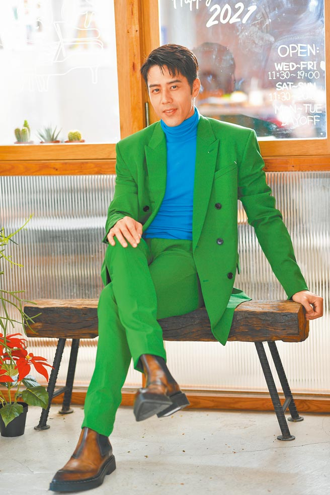 胡宇威在新戲《王牌辯護人》飾演律師。(盧禕祺攝 服裝提供/Berluti)