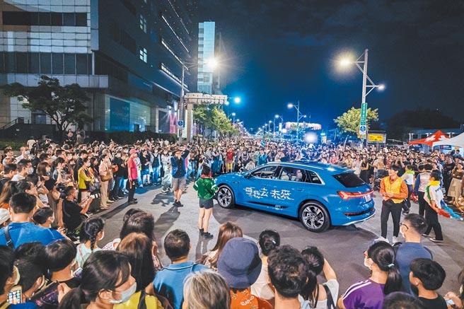 台灣奧迪「創見未來移動劇場」,現場吸引許多民眾參與。(台灣奧迪提供)