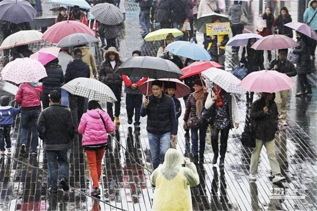中央氣象局發布豪雨特報,其中宜蘭為豪雨特報,雙北、基隆為大雨特報。(資料照)