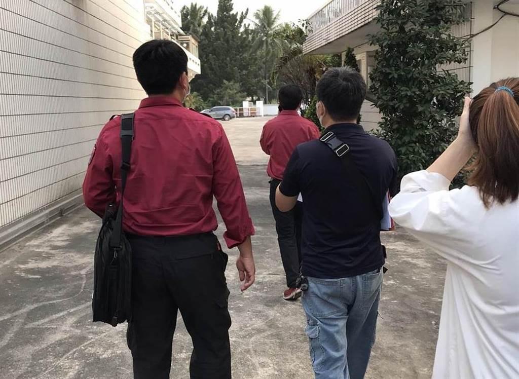 屏東縣消防局2日前往信功進行消防安檢。(讀者提供)