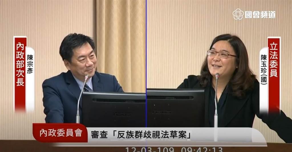 內政部次長陳宗彥今日被問到信功查廠時面露微笑 (翻攝國會頻道)