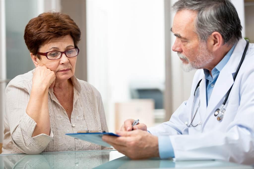 一名52歲的婦人長年受到腹瀉的困擾,卻不會出現腹痛,但近一年腹瀉的次數異常頻繁,一天最多拉上5、6次的肚子,深受其擾的她決定就醫檢查。(達志影像/示意圖非當事人)