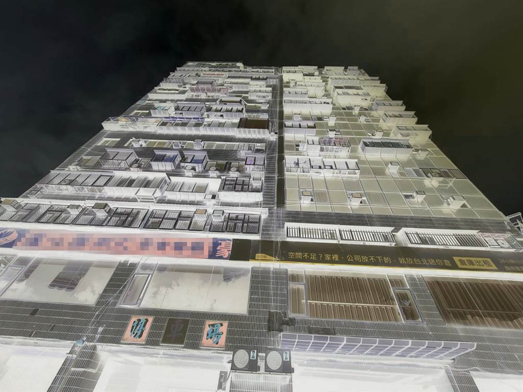 北市錦新大樓外觀顯斑駁老舊。(照片/游定剛 拍攝)