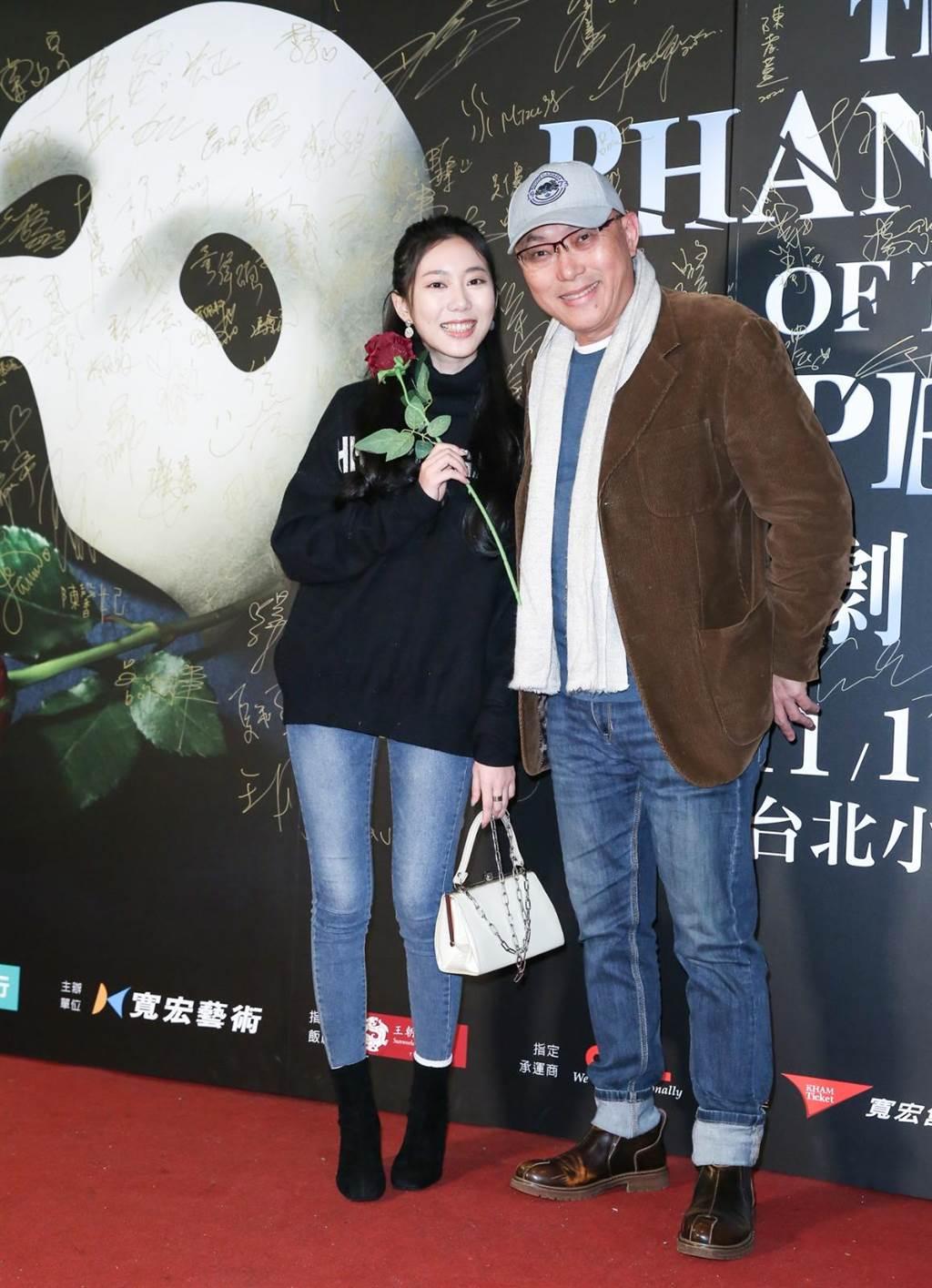 鄧安寧和女兒一同到小巨蛋欣賞歌劇魅影。(陳俊吉攝)