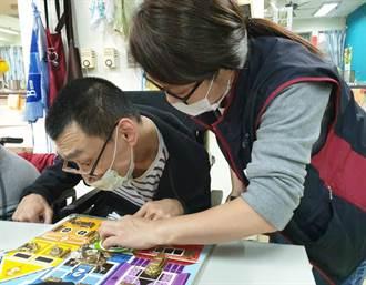 響應國際身障日 淡水圖書館帶身障朋友PLAY玩具