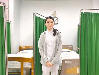 最美校護學姊 林岑台大畢業返校服務