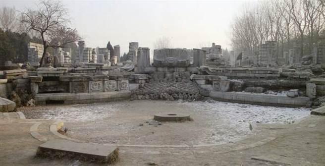12獸首噴水池被英法聯軍破壞,經過一些修復工作,但主要的獸首仍有數個流落海外。(圖/網路)
