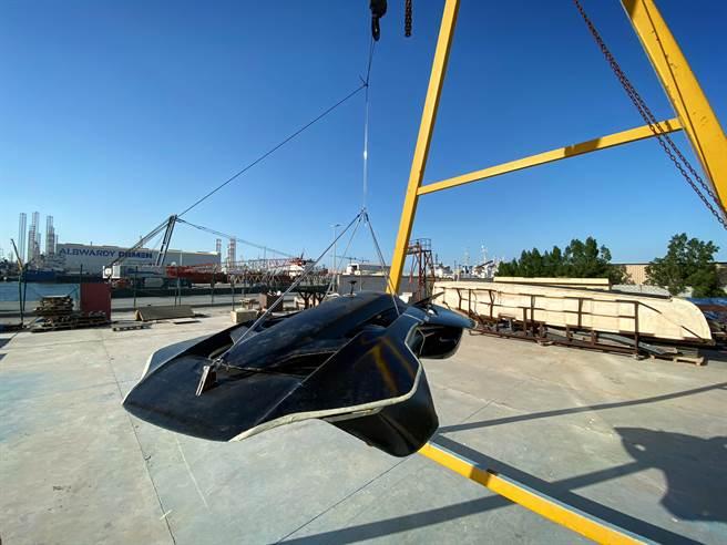 由台灣囝仔陳坤揚、林愷澤與跨國團隊打造的全碳纖維單人座Antelope飛行車,長度僅房車一半、重量約10公斤,今年初在杜拜成功飛行。(Bellwether提供/曹婷婷台南傳真)