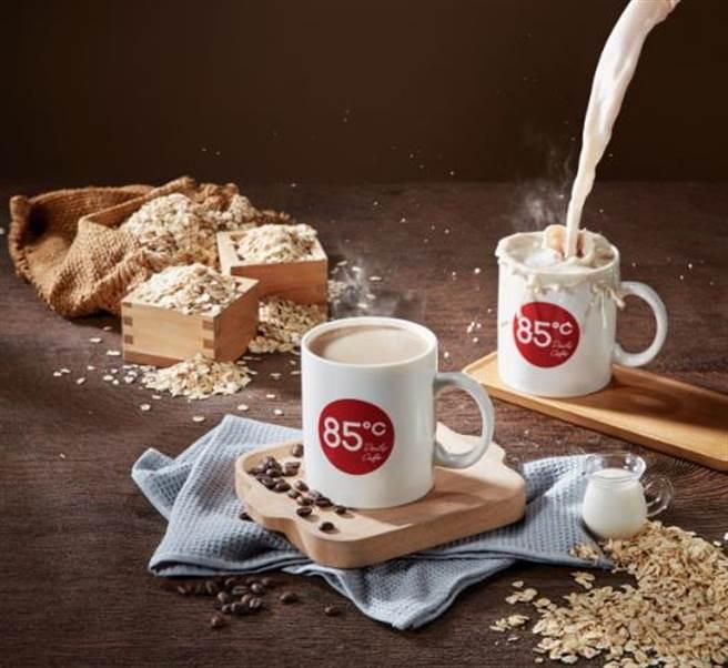 搶健康商機,85度C即日起推出燕麥奶紅茶與拿鐵。圖/85度C提供