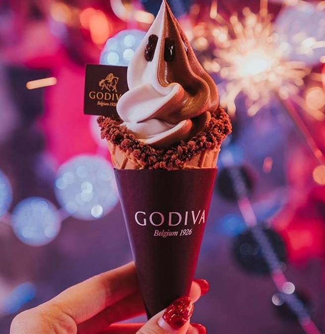 來自比利時的巧克力品牌GODIVA,12/5起連2天推出促銷活動,購買霜淇淋和冰淇淋可享買一送一優惠。(圖/GODIVA提供)