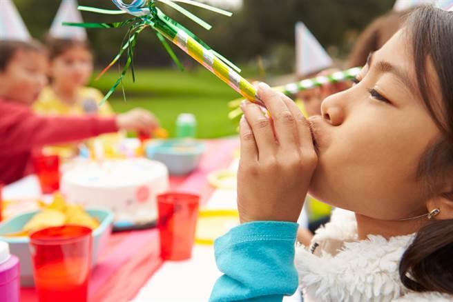 家長替小孩在學校高調辦慶生會的浮誇亂象,讓不少人直搖頭。(示意圖/達志影像)