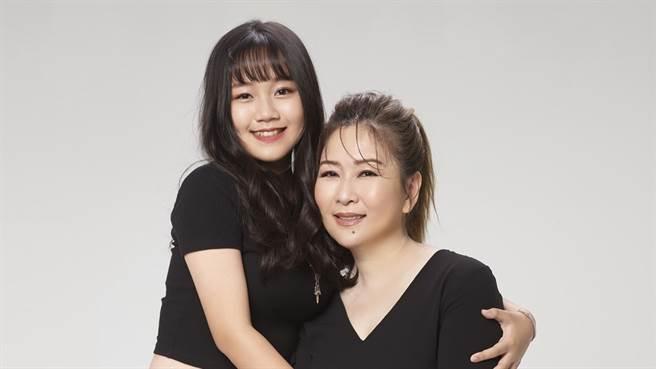 張秀卿與女兒林莉。(圖/豪記唱片提供)