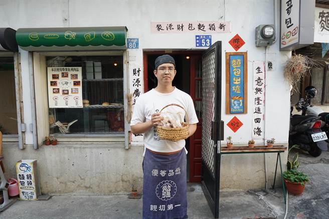 36歲賴昱君創業「小賴哥包」,主打招牌軟法,養出死忠「賴粉」。(王文吉攝)