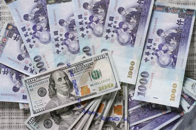新台幣兌美元盤中匯率創23年多來新高。(本報系資料照片)