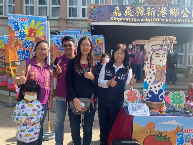 由新港在地知名新港飴店家瑞美珍製作的創意糖果屋「三面媽祖」。(張亦惠攝)