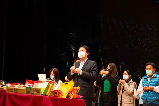 基隆市長林右昌與文化局長陳靜萍共同見證「基隆市港再生標竿計畫」的樞核心藝文空間開工。(吳康瑋攝)