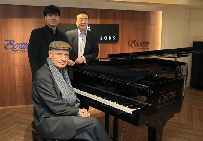 鋼琴家魏樂富(前)、汪奕聞(後左)、諸大明出席「傾心貝多芬:第三、四、五號鋼琴協奏曲」記者會。(陳君瑋攝)