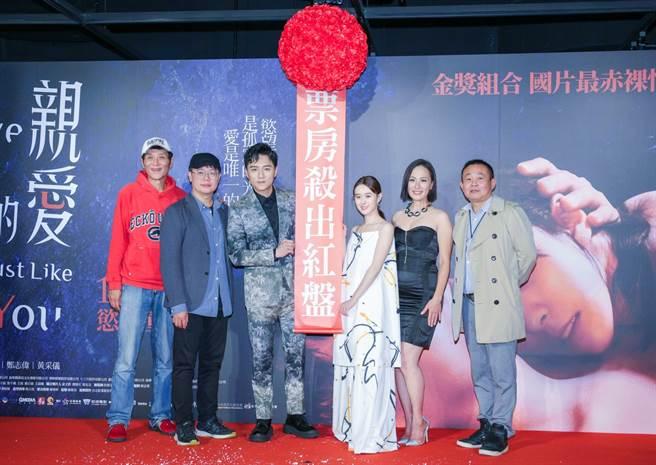喜翔(左起)、導演賴孟傑、鄭人碩、邱偲琹、黃采儀、鄭志偉出席《親愛的殺手》首映會。(吳松翰攝)
