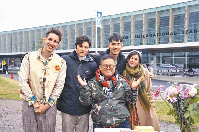 《跟你老婆去旅行》由林孝謙(前)執導,找來鳳小岳(左二起)、張書豪、陳妍希主演。(資料照片)