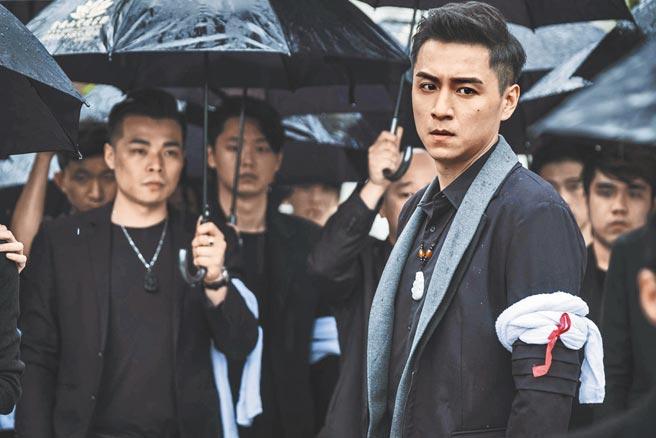 《角頭》系列電影擁廣大粉絲群,鄭人碩(右)是《角頭前傳》的重要角色。(巧克麗多媒體提供)