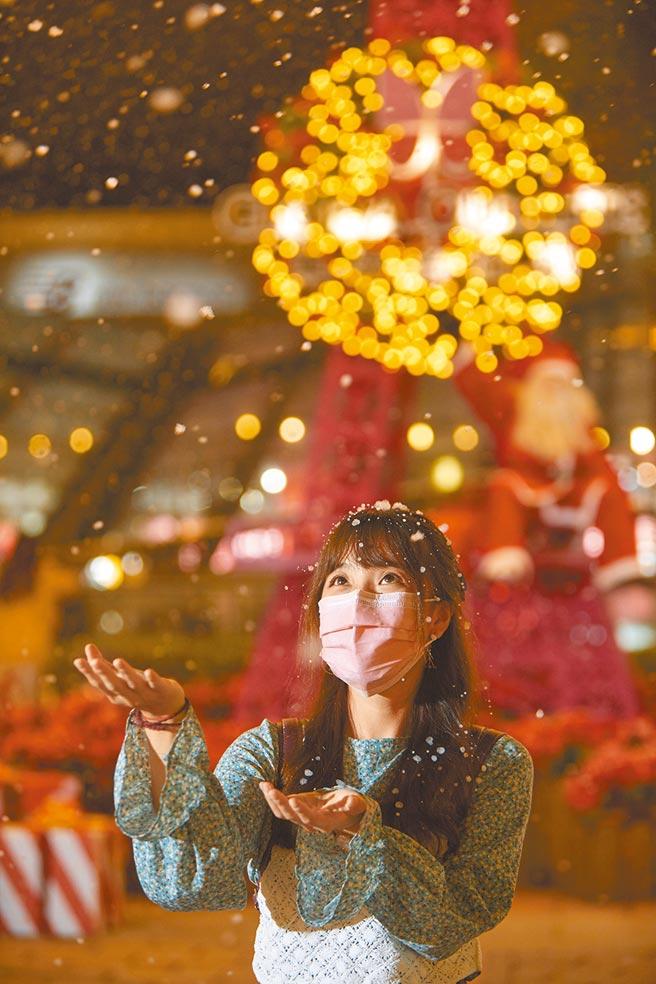 GLORIA OUTLETS華泰名品城今年再推出5大耶誕場景、3大活動獻禮,帶來露天飄雪市集,共36個人氣攤位。(華泰名品城提供)