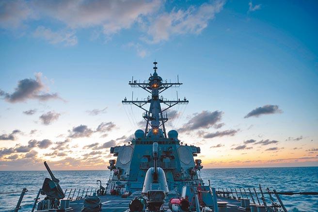 美國海軍第七艦隊11月21日公布,伯克級神盾驅逐艦貝瑞號(USS Barry,DDG-52)通過台灣海峽。(取自美國海軍第七艦隊臉書)
