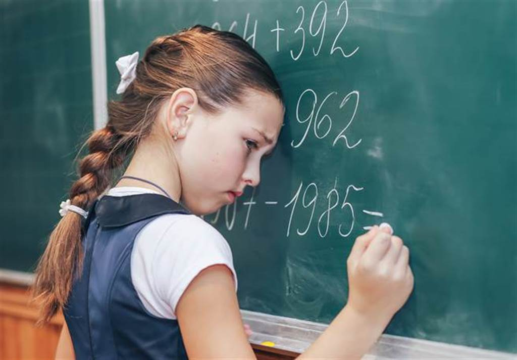 小六孩子的數學題讓媽媽看了頭超痛。(示意圖/shutterstock)