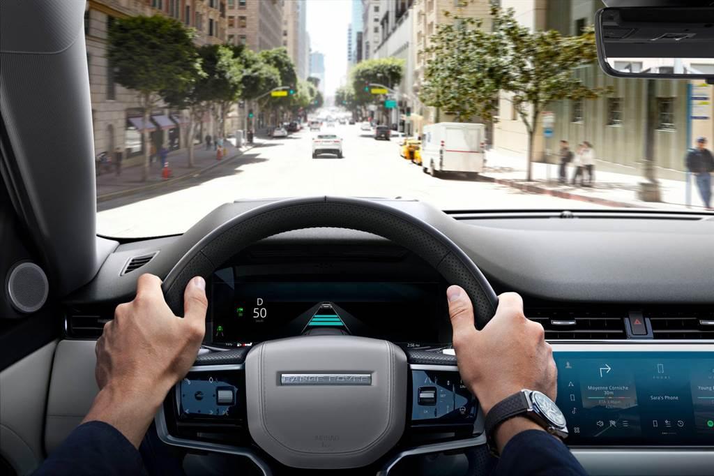 2021 年式 Range Rover Evoque 採用全新樣式方向盤。