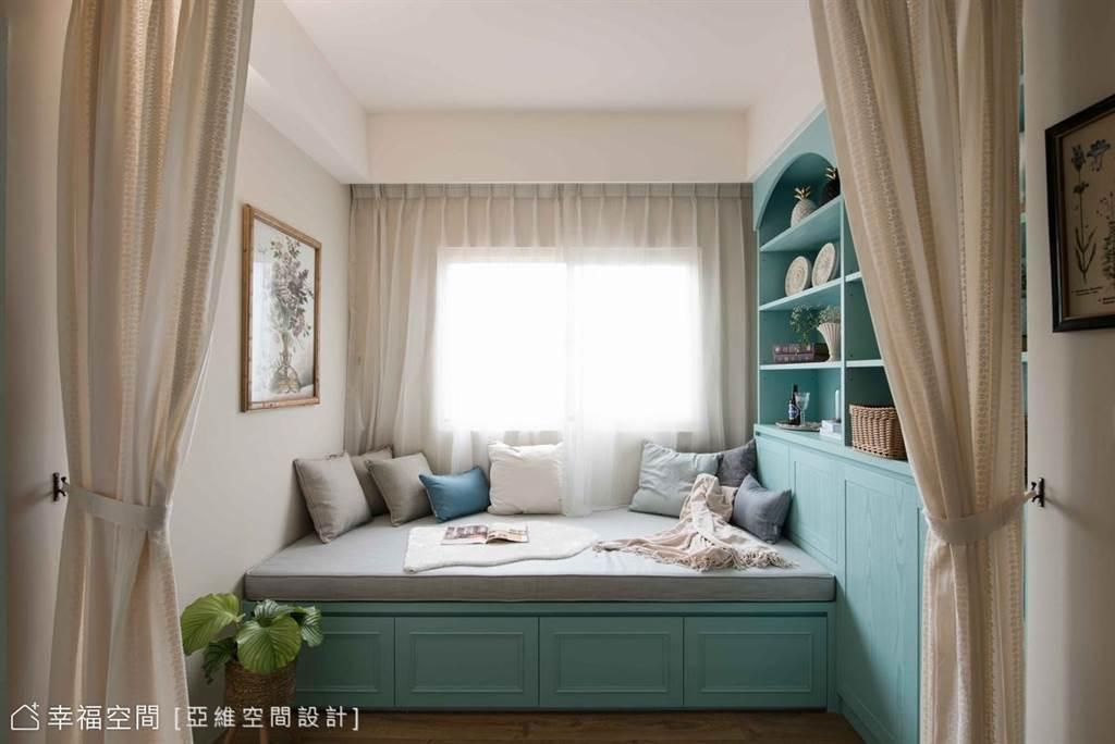 臥榻與收納櫃選用同色系,圍塑出典雅舒適氣氛,再以畫作、植栽點綴,輕鬆打造出歐式風格。(圖片提供/亞維空間設計)