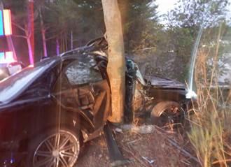 139線道百萬轎車險墜山谷 衝路樹車身嚴重撞凹氣囊爆開