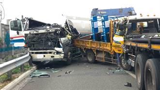 中山高斗南段五大車連環撞2人受傷  車流回堵5公里