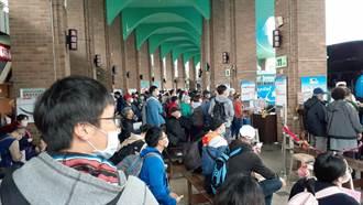 鐵路中斷交通大亂 旅客湧入國道客運