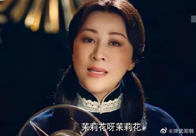 劉嘉玲近日在《情深緣起》飾演27歲顧曼璐,裝嫩扮相引發網友負評。(取自微博)