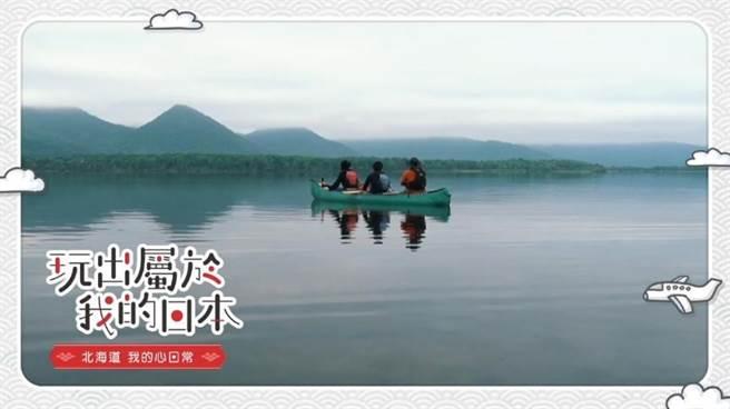 北海道釧路溼原獨木舟體驗。(圖/截取自食尚玩家影片)