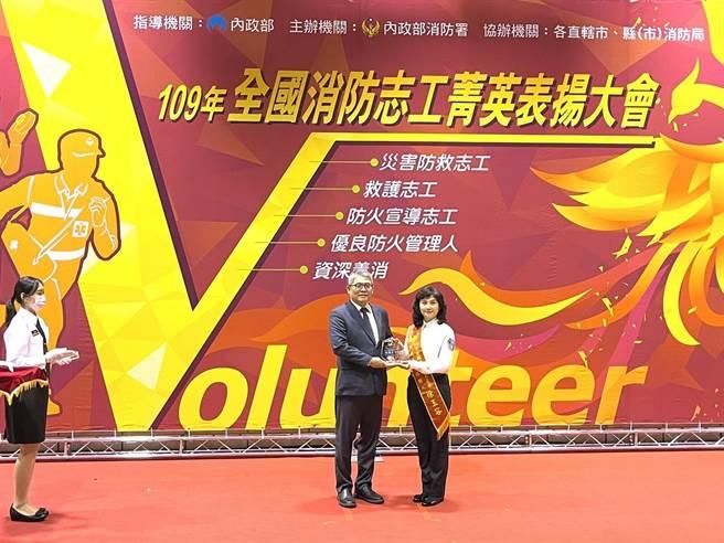 聯合國宣布每年12月5日為「國際志工日」,消防署今(4日)上午舉行「2020年全國消防志工菁英暨優良防火管理人頒獎表揚活動」。(消防署提供)
