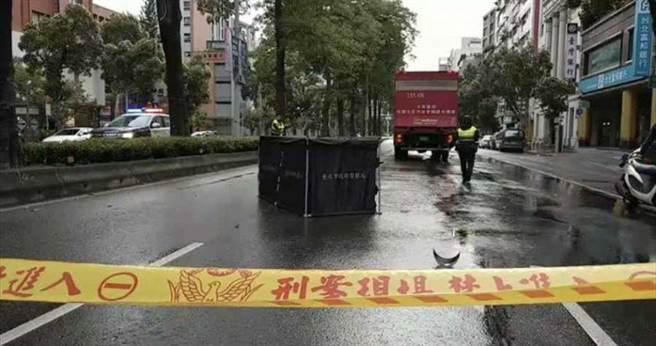 女騎士自摔噴飛被輾斃 ,北檢認定貨車司機反應不及無過失,不起訴處分。(本報資料照片)