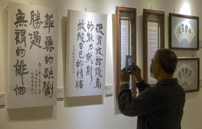 浴硯游墨─林欽商還曆書法展在12月2日至9日於國父紀念館3樓仙藝廊展出,對書法有興趣的民眾,可以前往看展。(陳麒全攝)